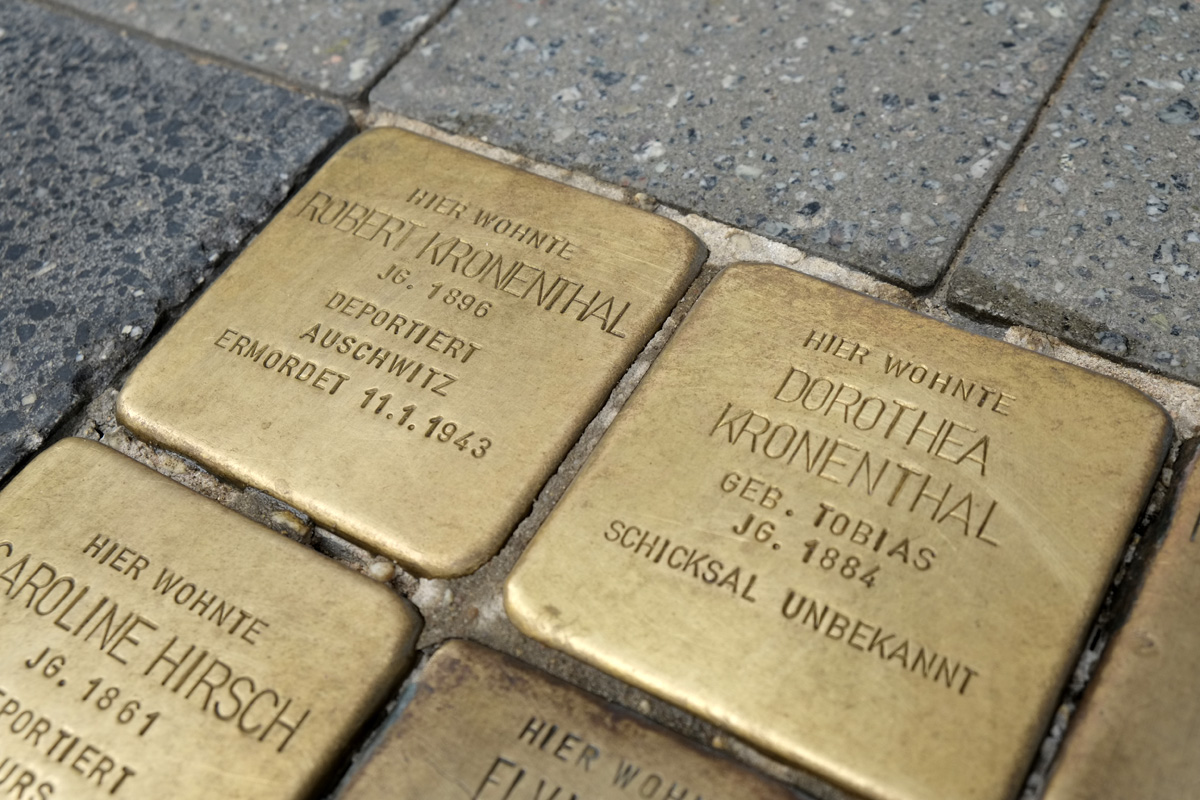 Stolpersteine für Robert und Dorothea Kronenthal