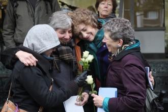 Lisa, Miriam, Naomi und Eva bei der Stolpersteinverlegung an der Kaiserstr. 24