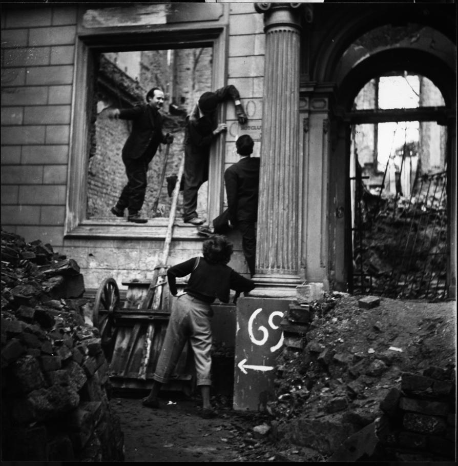 """Einrichtung des """"Hot Club"""" an der Bockenheimer Landstr. 69. Foto: Susanne Schapowalow"""