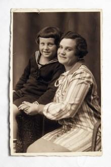 Dora Gräf, née Marx with her son Hans Berthold